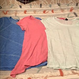 3 solid color tee-shirts